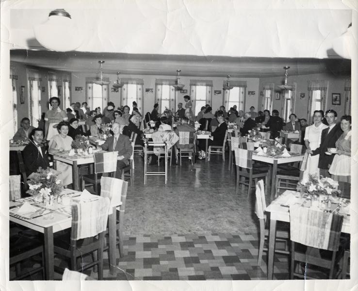 Hôtel Belle Plage salle à manger au temps de M. Frank Byrne, vers 1951
